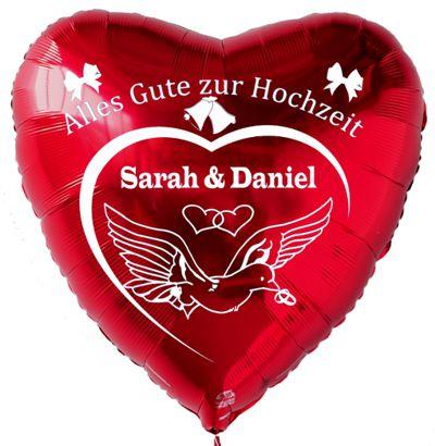 roter Herzluftballon aus Folie mit den Namen des Hochzeitspaares