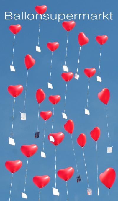 Herzluftballons vom Ballonsupermarkt steigen mit Ballonflugkarten zur Hochzeit auf