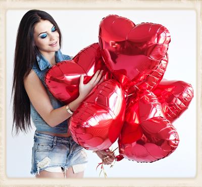 Herzluftballons aus Folie in Rot. Zum Aufsteigen!