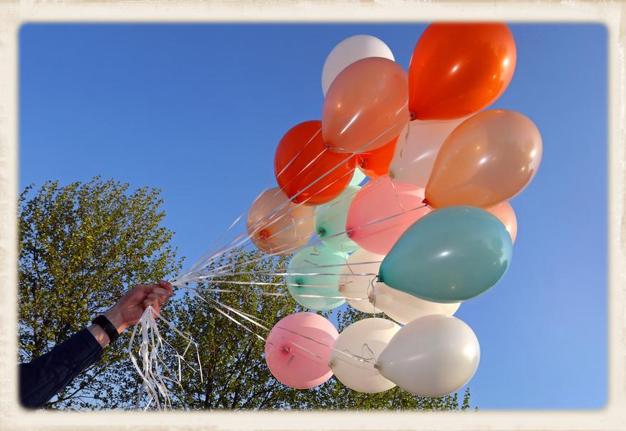 Luftballons bereit zum steigen lassen