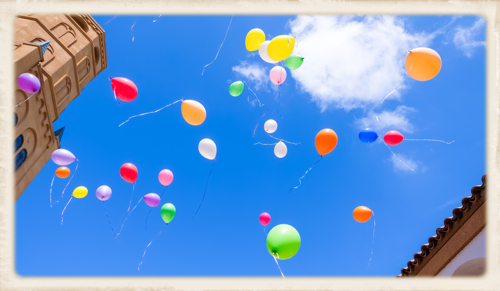 bunte Luftballons Aufstieg